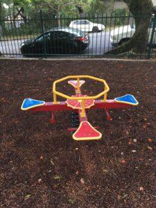 ブリスベン Neal Macrossan Parkの遊具 シーソー