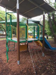 ブリスベン Neal Macrossan Parkの遊具 すべり台
