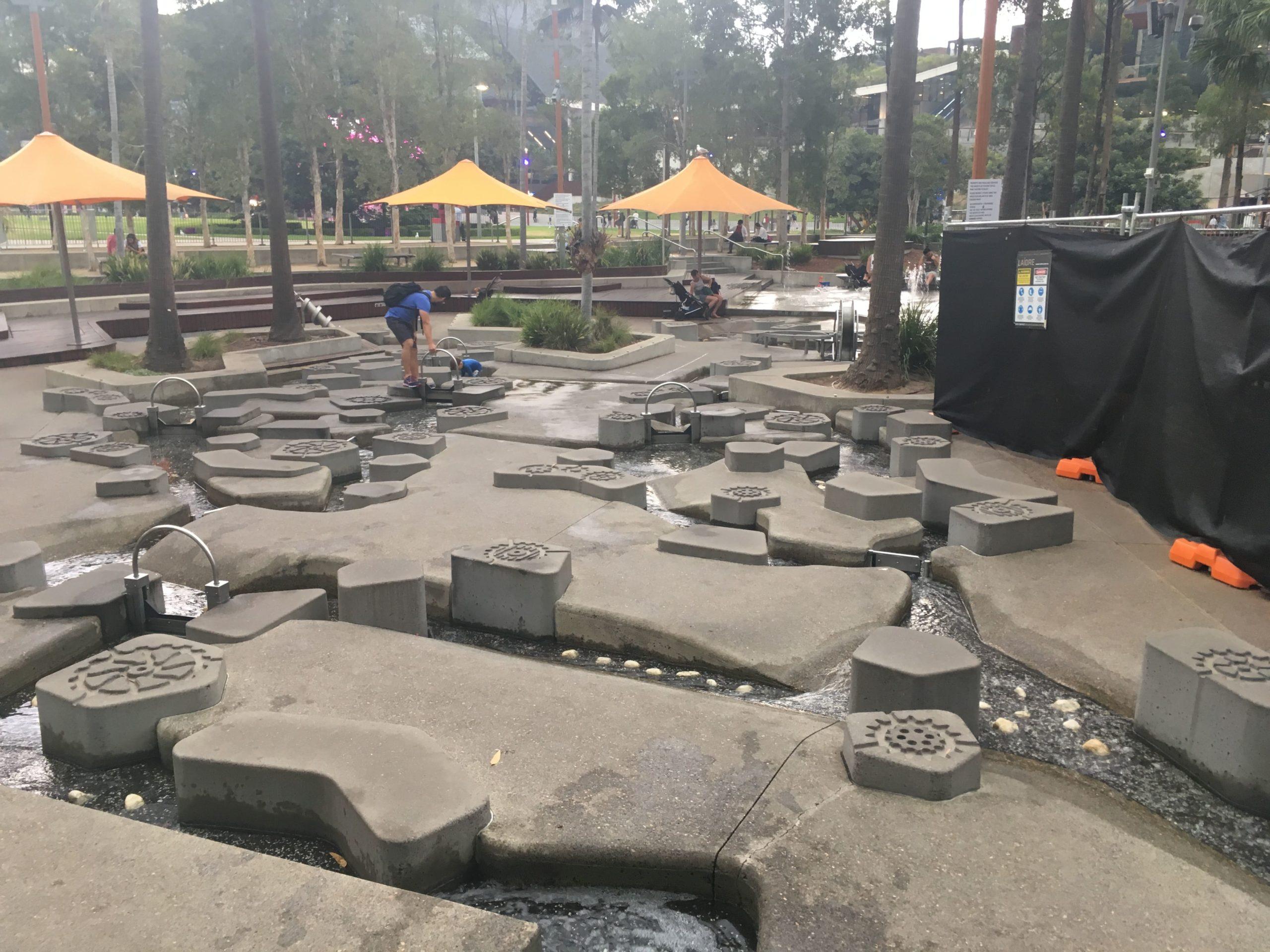 シドニーのTumbalong Parkの水遊び場遊具