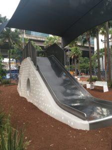 シドニーのTumbalong Parkの大きなすべり台