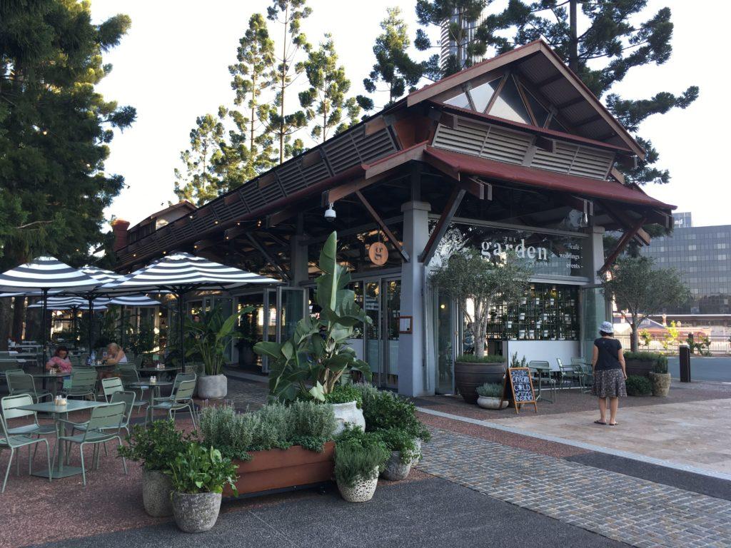 ローマストリートパークランドのカフェ1